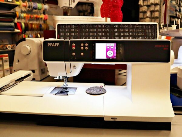 gebrauchte Pfaff Nähmaschine Creative 3.0 mit Stickmodul