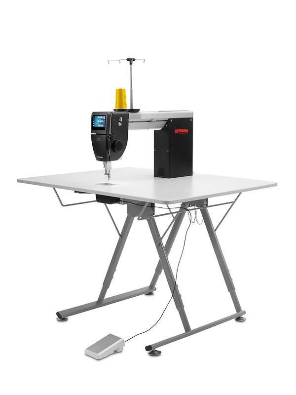 Bernina Q 16 Quiltmaschine mit Tisch